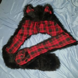 Accessories - Furry hat w hand pockets